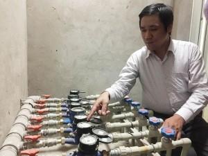 Người dân phát hiện đồng hồ nước ở chung cư 143 Trần Phú (Hà Đông) bất thường