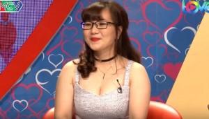 Nữ trợ lý giám đốc mặc váy khoe ngực lên 'Bạn muốn hẹn hò', khán giả phản ứng