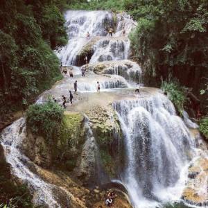 """""""Phát sốt"""" với thác nước đẹp như tiên cảnh ngay gần Hà Nội"""