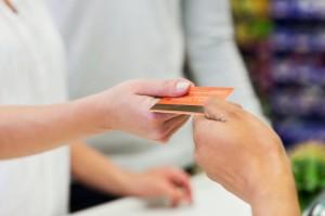Cảnh báo tình trạng mượn giấy tờ tuỳ thân mở thẻ ngân hàng