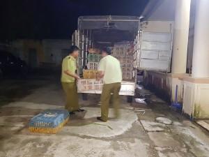 Bắt giữ vụ vận chuyển gà thải không rõ nguồn gốc