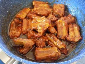 Cách làm món sườn rim nước cốt dừa, chưa ăn đã thấy ngon
