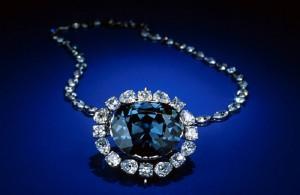 Lời nguyền khủng khiếp của viên kim cương khiến người đeo có kết cục bi thảm?