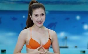 MC mặc bikini dẫn chương trình dự đoán World Cup: Phản cảm hay không?