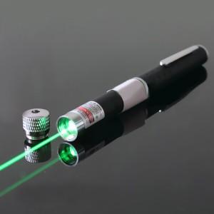 Một cậu bé tổn thương mắt vĩnh viễn do bút chỉ laser