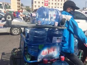 Nước uống đóng chai, đóng bình được đưa vào nhóm mặt hàng 'nóng' về ATTP