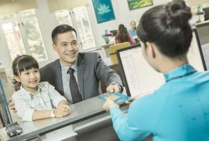 Tặng vé máy bay cho học sinh giỏi và trẻ em dưới 12 tuổi