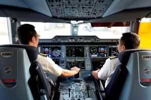 Vụ phi công Vietnam Airlines đồng loạt xin nghỉ việc: Bài học cho cả đôi bên
