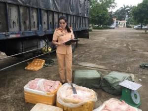 Bắt giữ 2,5 tấn thịt lợn hôi thối trên đường đi TP Hồ Chí Minh tiêu thụ