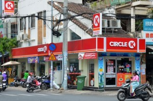 Mặt bằng bán lẻ: Giá thuê chót vót