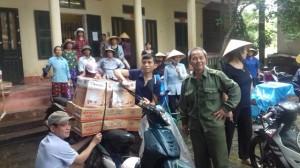Thanh Hóa: Bức xúc vì mua phải hàng kém chất lượng, dân vây trụ sở UBND xã