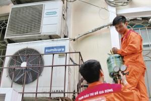 Thợ điều hòa kiếm nhiều triệu/ngày nắng nóng