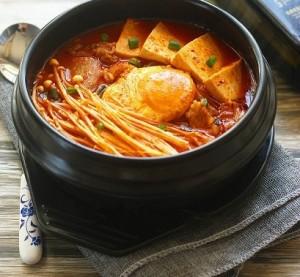 Cách làm món canh kim chi thịt heo chuẩn vị Hàn Quốc
