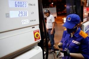 Giá dầu tăng mạnh giúp Petrolimex lãi lớn