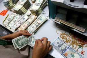 Giá USD tăng vọt ngày đầu tuần