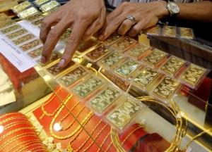 Giá vàng hôm nay 16/8: USD tăng mạnh, vàng xuống đáy mới