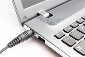 4 thói quen hầu như ai cũng mắc phải khiến laptop chai pin, nhanh hỏng