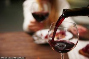 Chữa đau khớp thành công nhờ...rượu