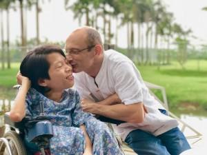 Chuyện tình định mệnh của cô gái khuyết tật Việt nhỏ bé trong vòng tay chàng kỹ sư Úc