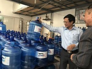Hà Nội: Dừng hoạt động 7 cơ sở sản xuất nước uống đóng chai, bình