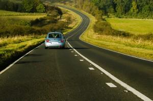 Lái xe ô tô đường dài, tài xế dễ gặp họa nếu mắc sai lầm này