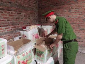 Thu giữ hoa quả tươi nhập lậu từ vùng biên về nội địa tiêu thụ