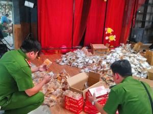 Xử phạt người mua hơn 3.600 bánh trung thu tặng trẻ em nghèo
