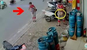 Chỉ vì một phút bất cẩn, người phụ nữ đã bị móc cốp mất tài sản