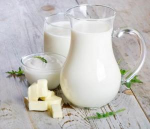 Những người mắc bệnh gì không nên uống sữa vào buổi sáng?