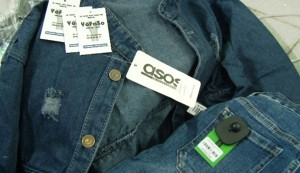 """""""Phù phép"""" gần 2.000 bộ quần áo trôi nổi thành hàng hiệu YOFASO"""