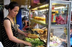 Từ 20/10, dùng tay trần bán thức ăn sẽ bị phạt 1-3 triệu đồng