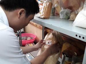 Vụ ngộ độc khi ăn bánh mì chà bông: Cơ sở cung cấp bánh mì không đủ điều kiện ATTP