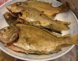 Bất ngờ với 3 bước đơn giản món cá rán hoàn toàn không bị tanh, không bị bắn dầu và cũng không bị dính chảo