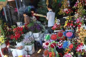 Đa dạng quà tặng dịp 20/11: Giá nhiều loại hoa tươi tăng 10 - 20%