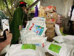Bắt quả tang cơ sở sản xuất mì chính, hạt nêm giả thương hiệu lớn