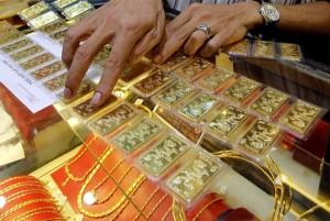 Giá vàng hôm nay 5/12: USD giảm mạnh, vàng tăng vọt