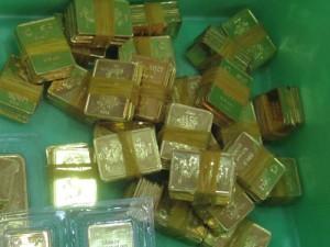 Nhu cầu thấp, giá vàng SJC liên tục lao dốc