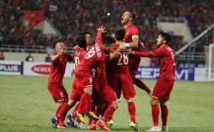 Quang Hải, Anh Đức khiến Mỹ Đình bùng nổ, bắt Malaysia bất lực nhìn Việt Nam lên ngôi