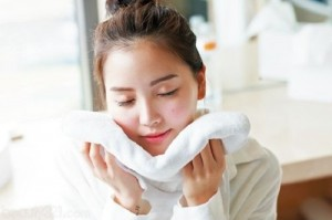 Sai lầm đáng tiếc nhiều người đăng mắc khi rửa mặt bằng khăn