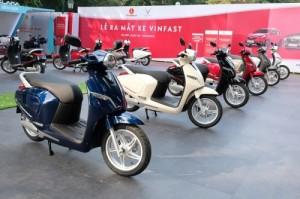 Vì sao VinFast của tỷ phú Phạm Nhật Vượng điều chỉnh giá bán Klara và Fadil