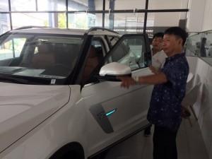 Xe sang giá bèo của Trung Quốc lại