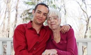 """Cụ bà 91 tìm thấy cuộc sống """"gối chăn"""" tuyệt vời với chàng trai 31 tuổi"""