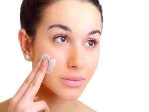 Chỉ cần ghi nhớ 4 mẹo này, da mặt bạn sẽ hết bị khô và mẩn đỏ vào mùa đông
