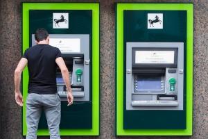Ngân hàng phải cảnh báo thủ đoạn trộm tiền ngay tại nơi đặt ATM