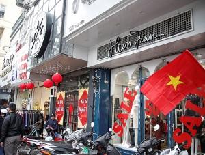 Nhiều hãng thời trang đồng loạt giảm giá