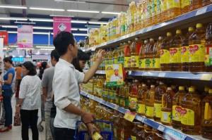 """Sau Tết Dương lịch, siêu thị vẫn hút khách với chương trình """"Mua 1 tặng 1"""""""