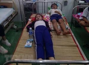 Súc miệng bằng dung dịch ngừa sâu răng fluor, 45 học sinh phải nhập viện
