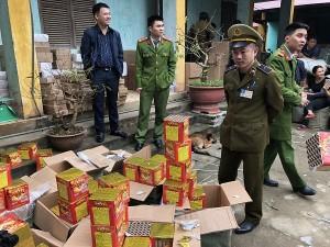 Vận chuyển 200 kg pháo nổ Trung Quốc về Việt Nam tiêu thụ dịp Tết