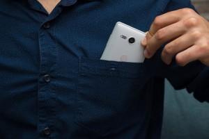 Đây là những smartphone nhỏ nhưng có pin