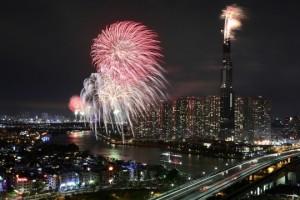 Pháo hoa sáng rực khắp mọi miền Tổ quốc, chào năm mới Kỷ Hợi 2019